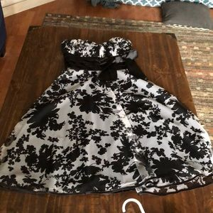 Gorgeous strapless black and white dress